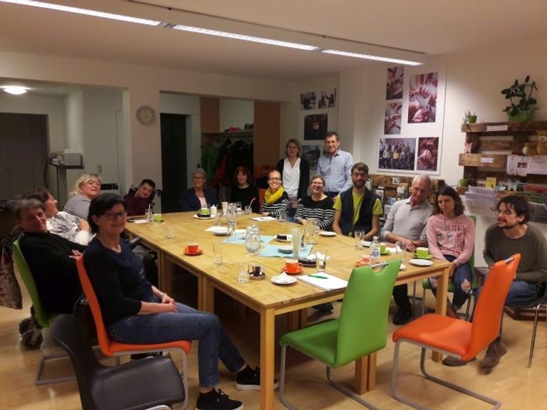 Foto von einem Info Café der Servicestelle Persönliche Assistenz Vorarlberg