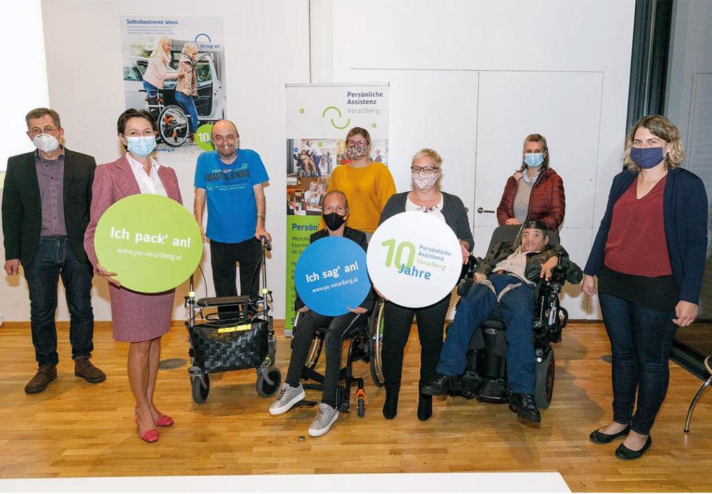 Team der Servicestelle Persönliche Assistenz Vorarlberg im Rahmen des 10-jährigen Jubiläums